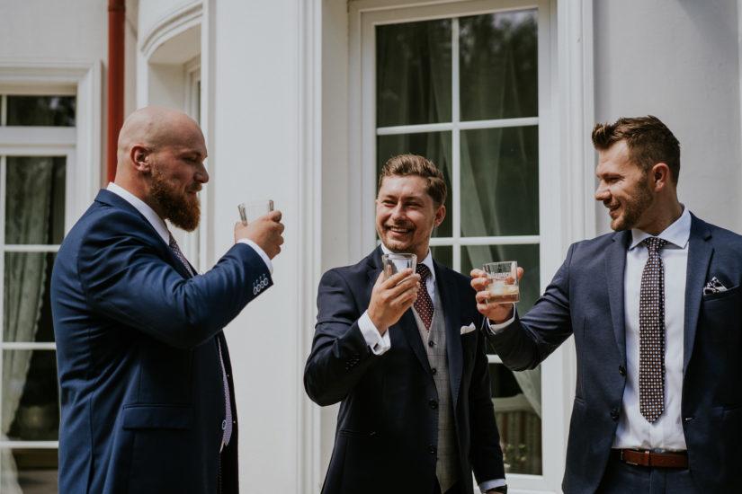 toast whisky przed ślubem pan młody przygotowania