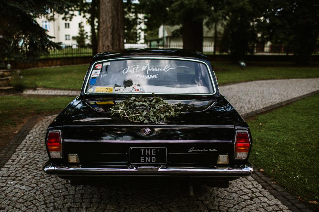 samochód do ślubu czarna wołga