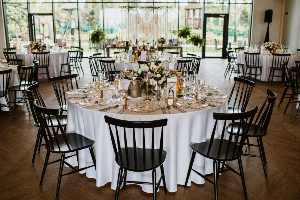 okrągłe stoły wesele dekoracje obrusy