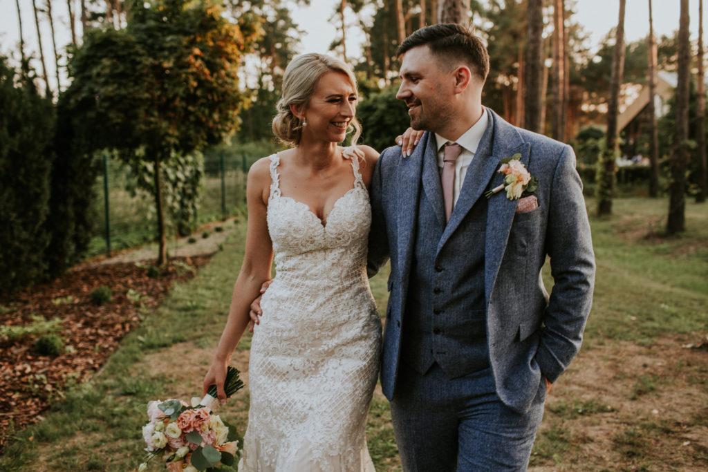 para młoda plener w dniu ślubu