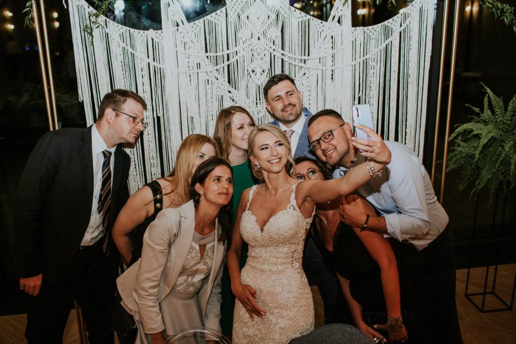 zdjęcia grupowe wesele