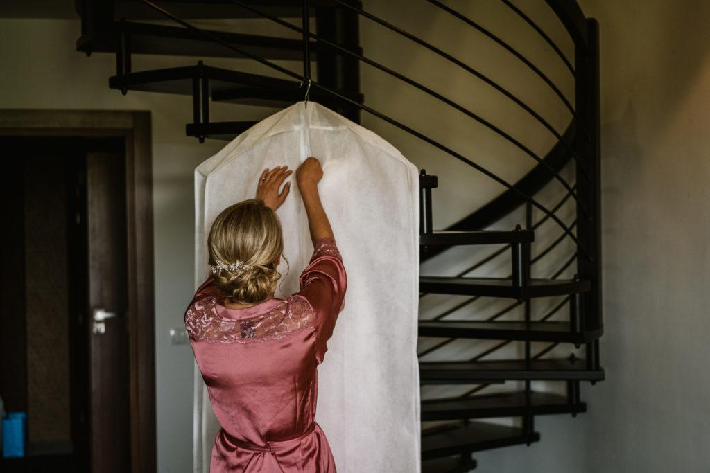 suknia ślubna otwieranie rado resort pokój hotelowy