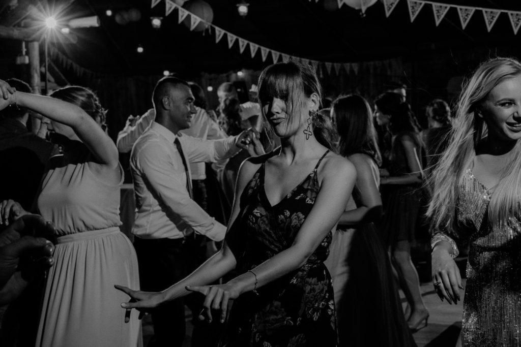 taniec wesele sukienka