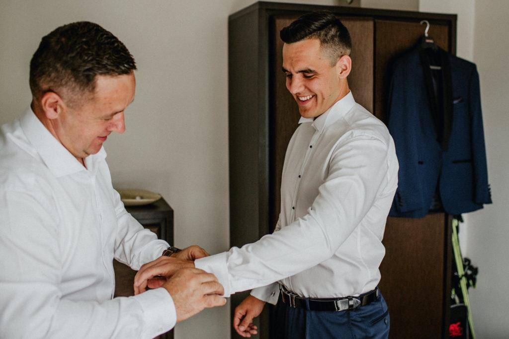 s[inki do garnituru ślubnego koszula