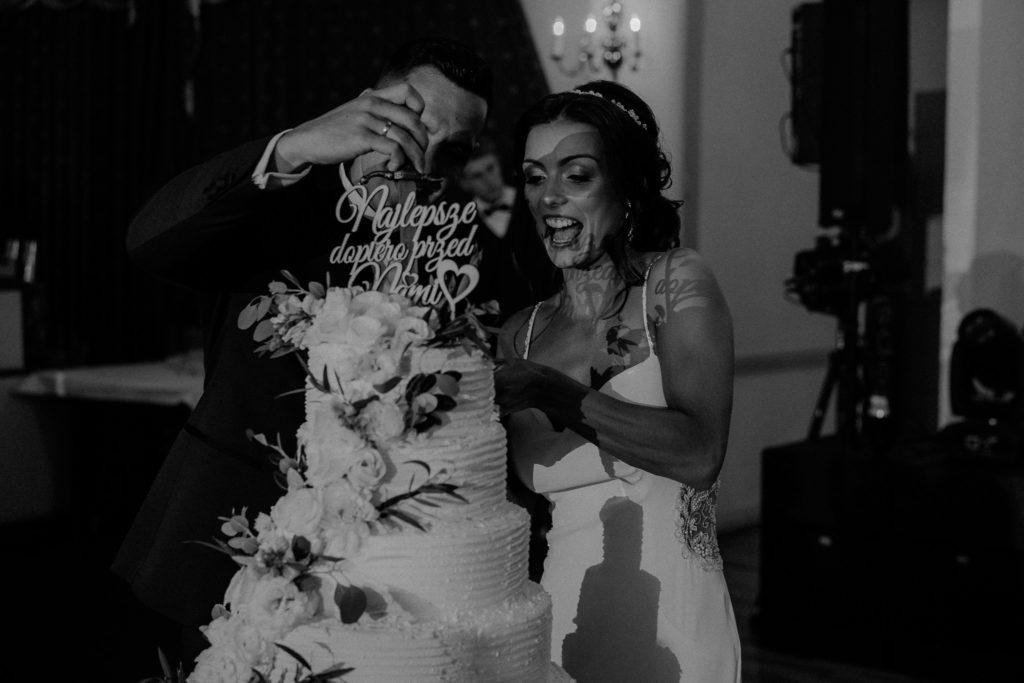 duży tort weselny toper
